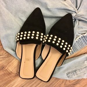Pearl-studded Black mules